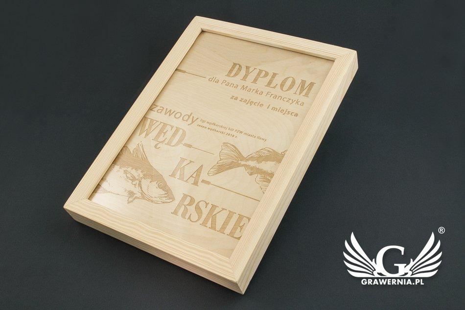 dyplom z drewna